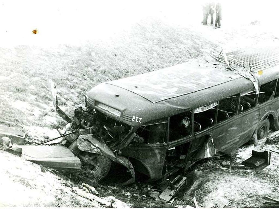 Der Postbus mit 60 Passagieren bohrt s...erben, etliche werden schwer verletzt.    Foto: Stadtarchiv Radolfzell, Bildsammlung