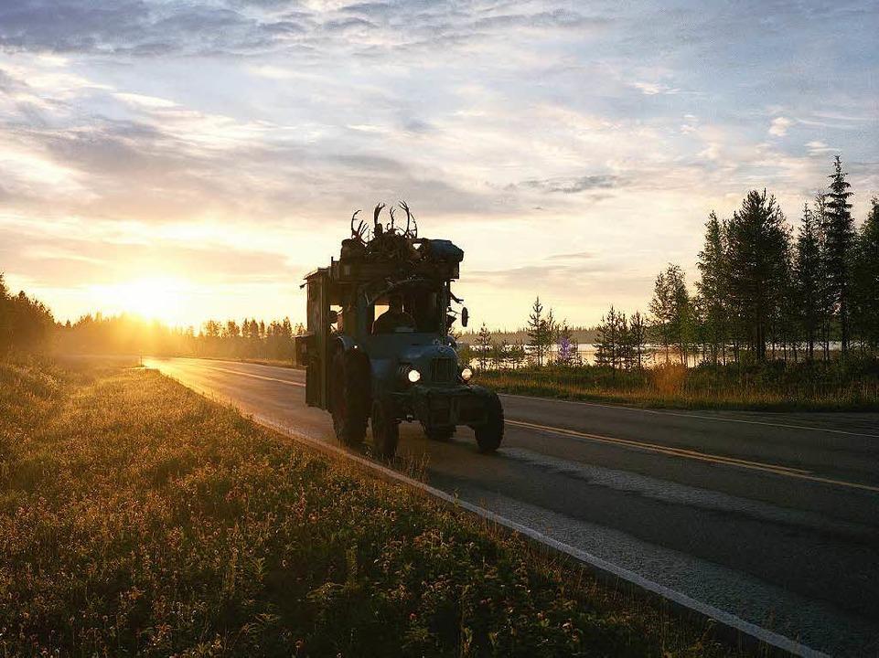 Morgenstimmung: Jensei mit seinem Trak...tka-See  in Finnland, früh um 3.30 Uhr    Foto: Thomas Straub