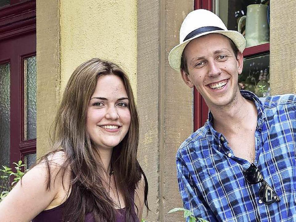 Lyrik ist keine Nische: Laura Bärtle und Adam Schmidt-Riese  | Foto: Thomas Kunz