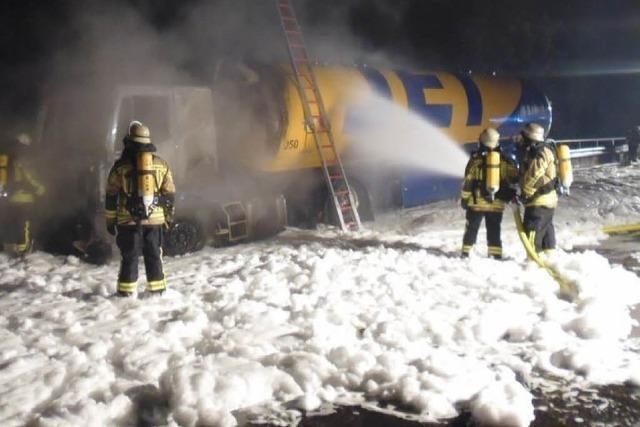 Tankwagen-Brand bei Riegel endet glimpflich