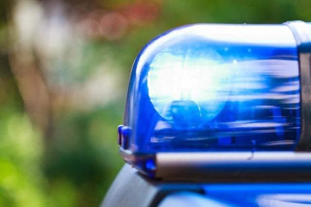 Drei Räuber setzen Pfefferspray ein und stehlen 18-Jährigem die Armbanduhr