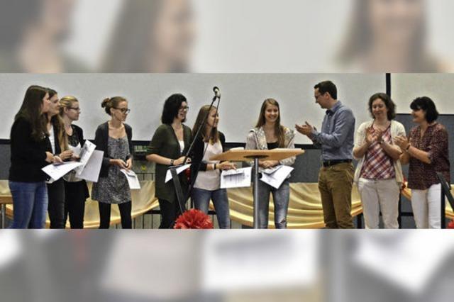 187 junge Menschen erhalten das Abschlusszeugnis