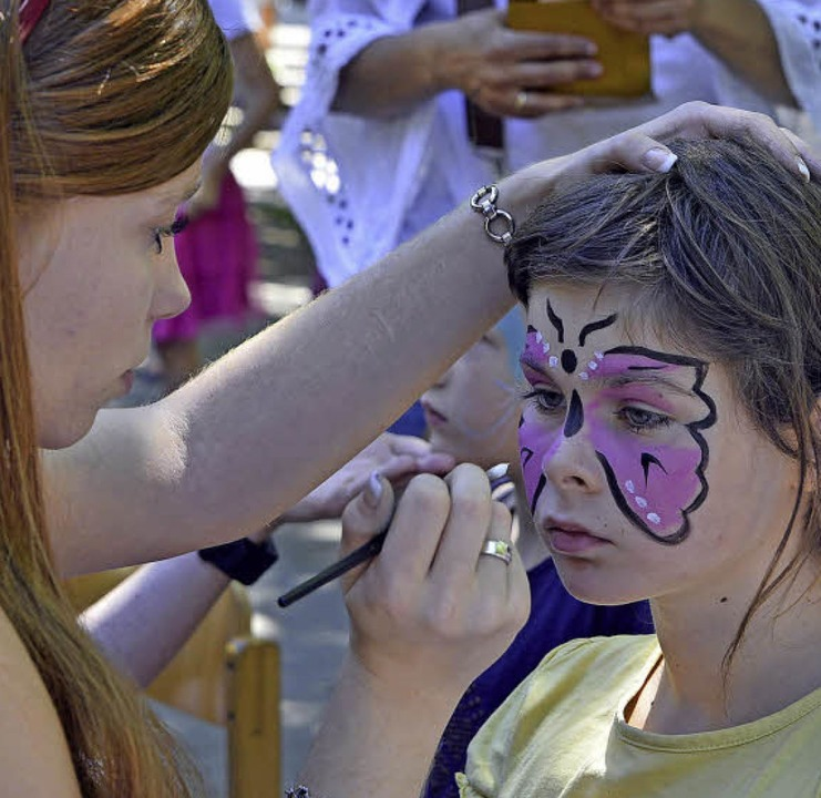 Auch Klassiker wie Kinderschminken gehörten zum Programm.  | Foto: Michael Bamberger