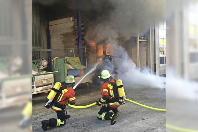 Bagger steht in Flammen