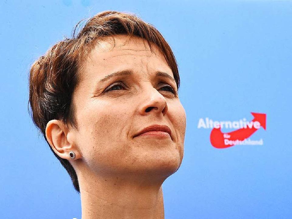 Parteichefin  Frauke Petry will sich z...äften beim AfD-Nachwuchs nicht äußern.  | Foto: AFP