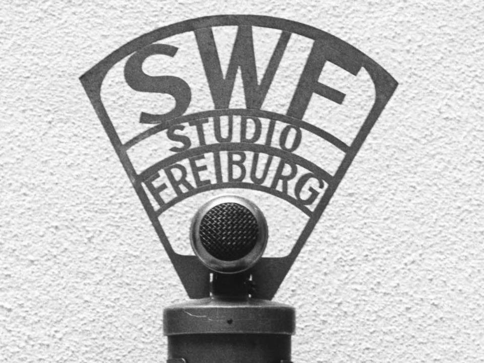 Ein Kondensator-Mikrofon des damaligen...m SDR zum neuen Südwestrundfunk (SWR).  | Foto: SWR