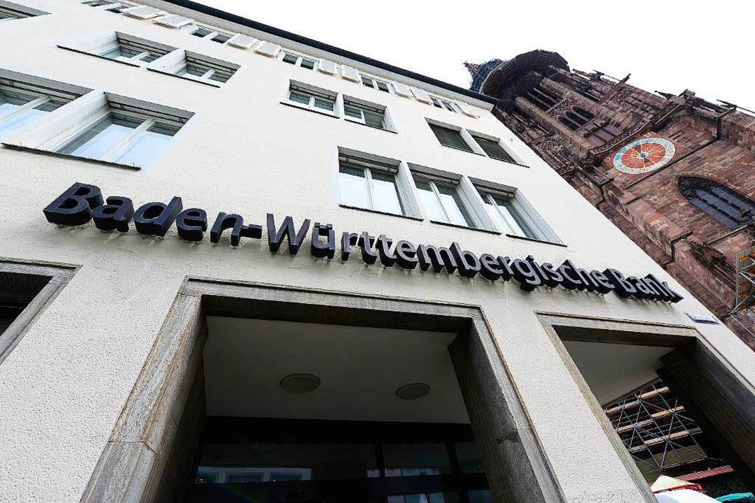 Die Landesbank Baden-Württemberg will das Gebäude am Münsterplatz abreißen.  | Foto: Ingo Schneider