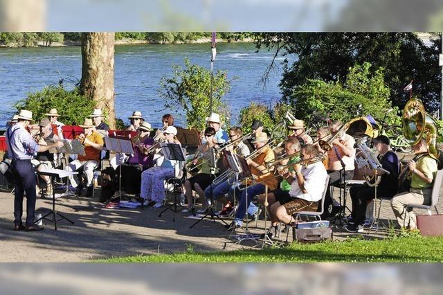 Musik am Rheinufer
