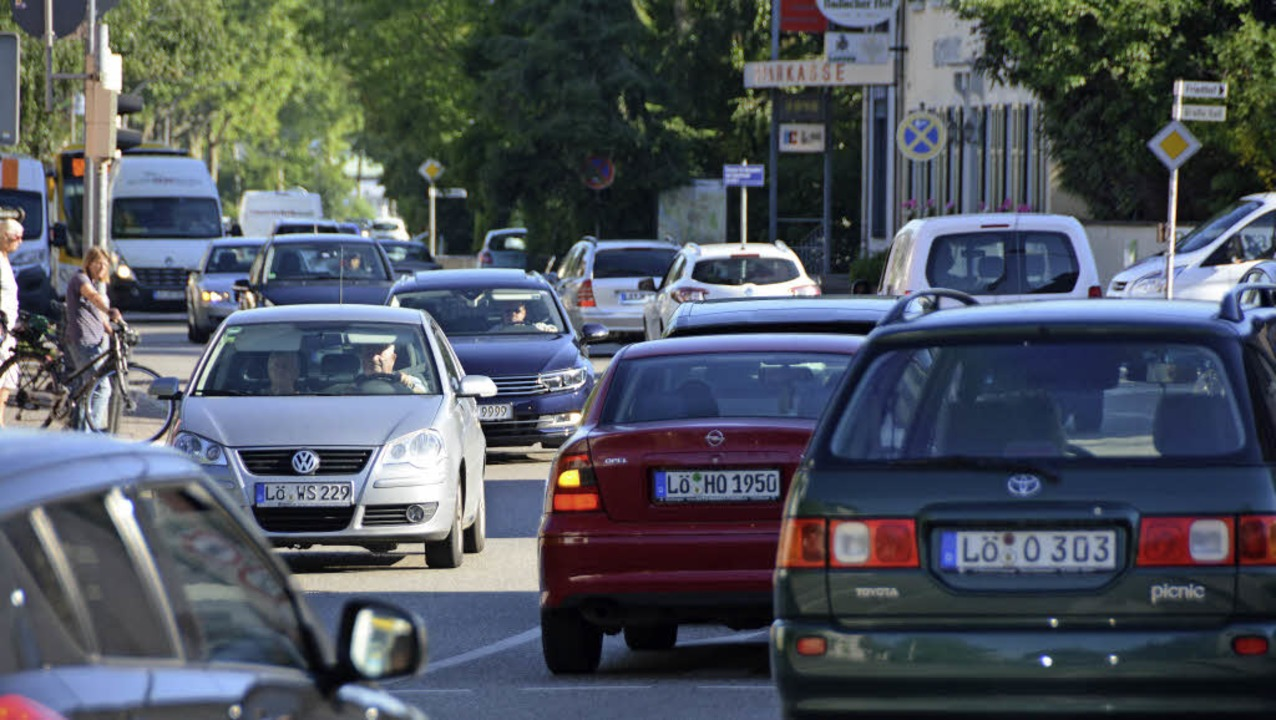 Viel Verkehr in der Haltinger Ortsmitt...r die Luftqualität nicht ohne Folgen.   | Foto: Lauber