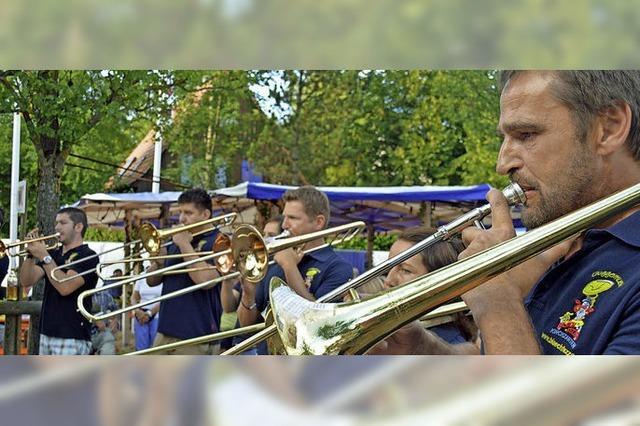 Drei Tage Schlossfest in Kirchzarten mit Musik, Zirkus Harlekin für Kinder und Jugendliche und Entenrennen
