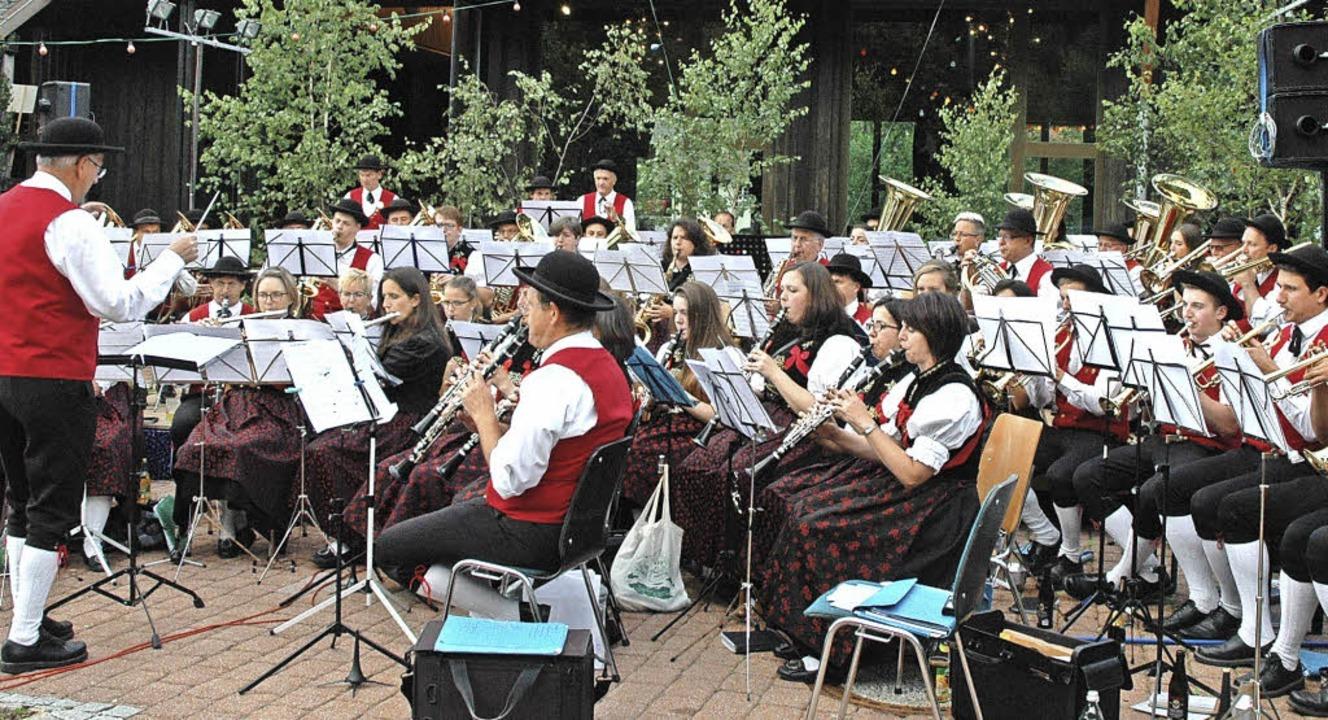 Der Musikverein Bernau beim Bezirksmusikfest in Menzenschwand.     Foto: Christiane Sahli