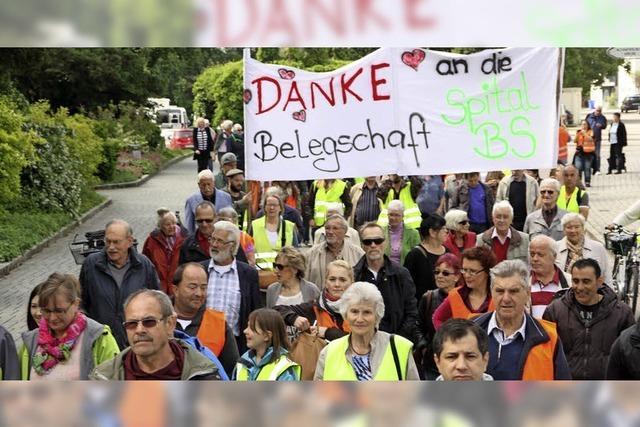 Demo für den Erhalt des Spitals