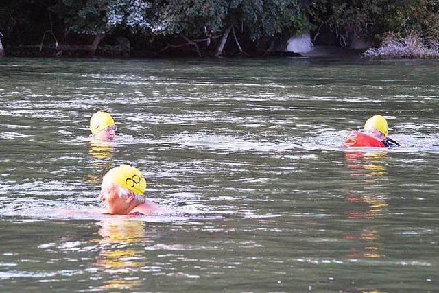 Startklar zum Rheinschwimmen ohne Grenzen