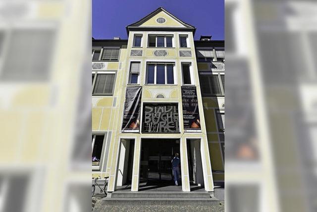 Stadtbibliothek schließt für sechs Wochen, weil ein Aufzug eingebaut wird