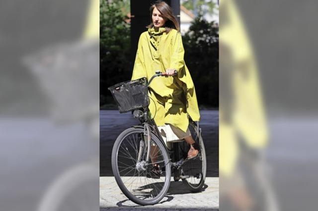 Studentinnen entwerfen fahrradtaugliche Berufsmode für Frauen