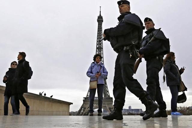 Frankreich verlängert Ausnahmezustand bis Anfang nächsten Jahres