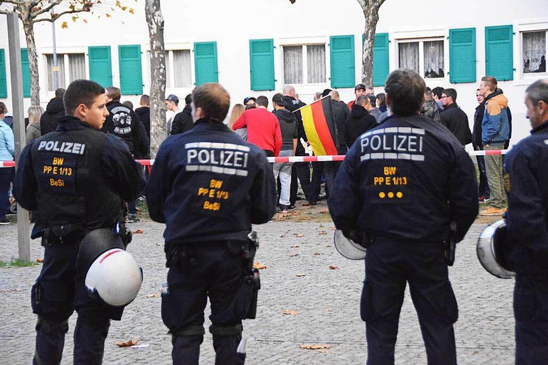 Gut vernetzt ist die rechte Szene im D...a-Aufmärschen in Weil am Rhein zeigte.  | Foto: Hannes Lauber