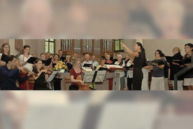 Der Kirchenchor besingt die