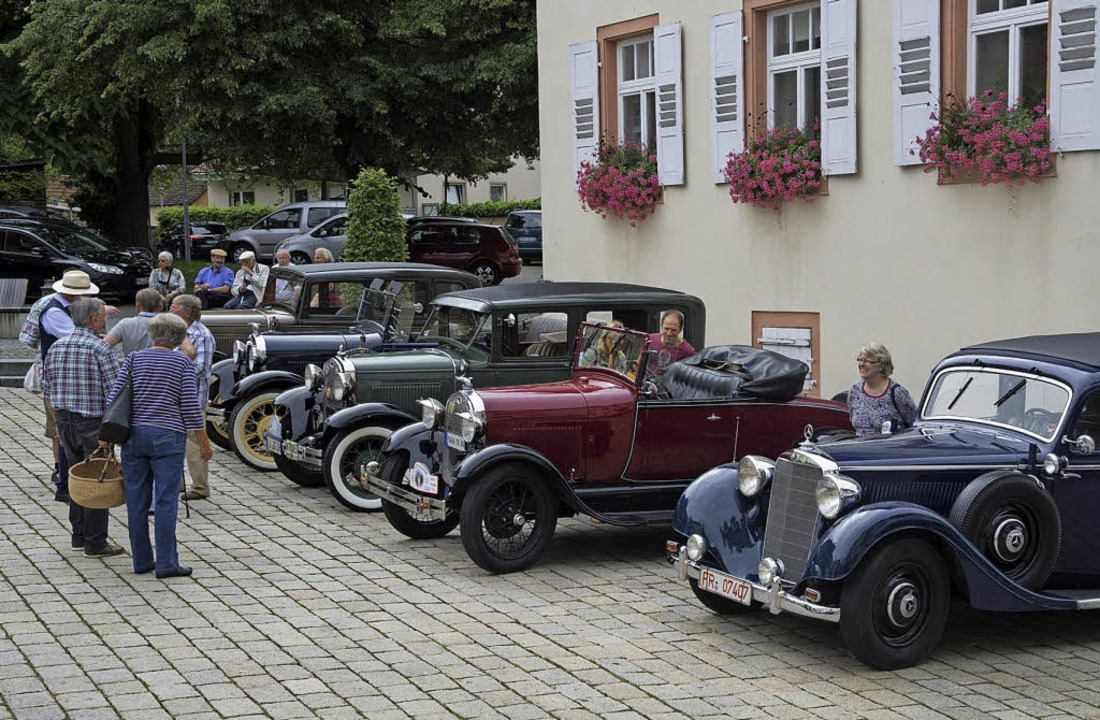 Fahrten mit diesen schönen Oldtimern w...Bürgersozialfonds Müllheim angeboten.   | Foto: Volker Münch