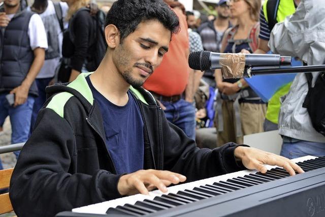 Der syrische Musiker Aeham Ahmad spielte auf dem Augustinerplatz