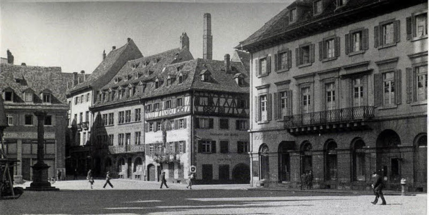 Die Südwestecke des Münsterplatzes auf...sterstraße sieht man in der Bildmitte.  | Foto: Augustinermuseum