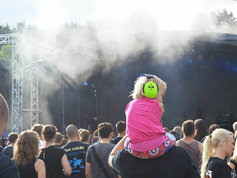 Gut: Gehörschutz für  kleine Fans  | Foto: Adrian Steineck