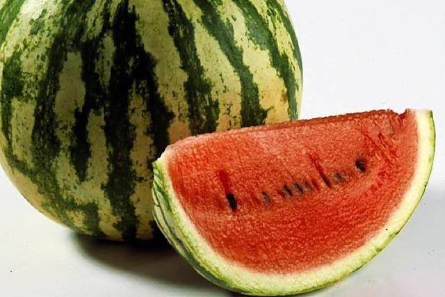Betrunkener wirft Wassermelone aus dem vierten Stock – auf ein Eiscafé
