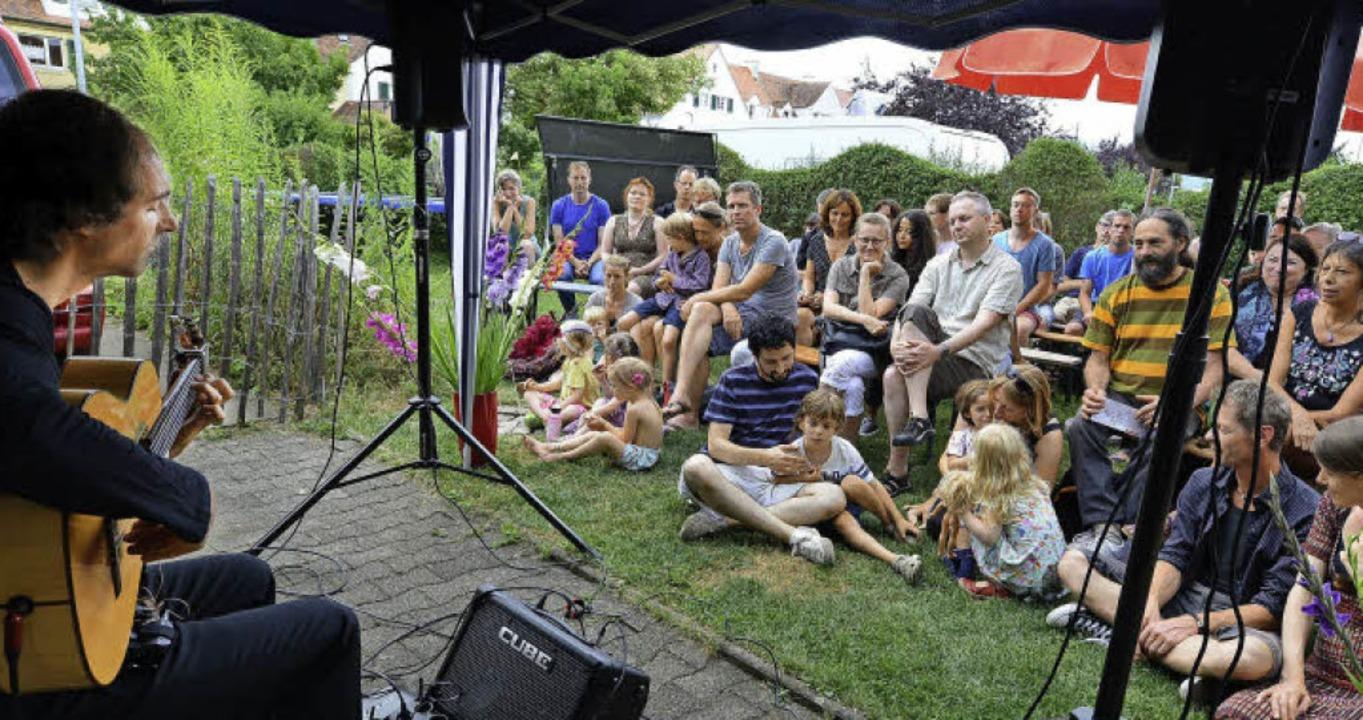 Flamenco in der Gartenstadt: Gitarrist...war Auge in Auge mit seinem Publikum.   | Foto: Rita Eggstein