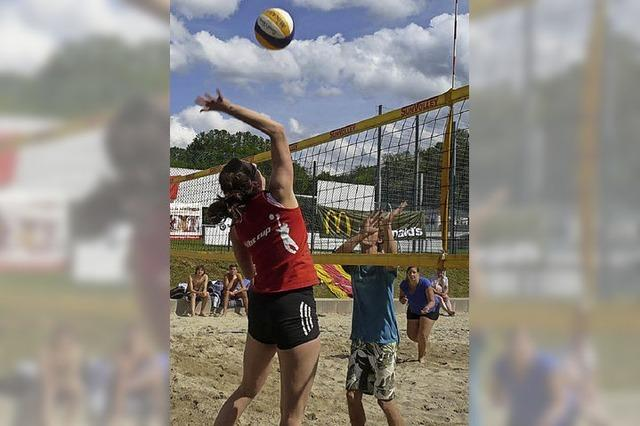 Volleyball im Kippenheimer Schwimmbad