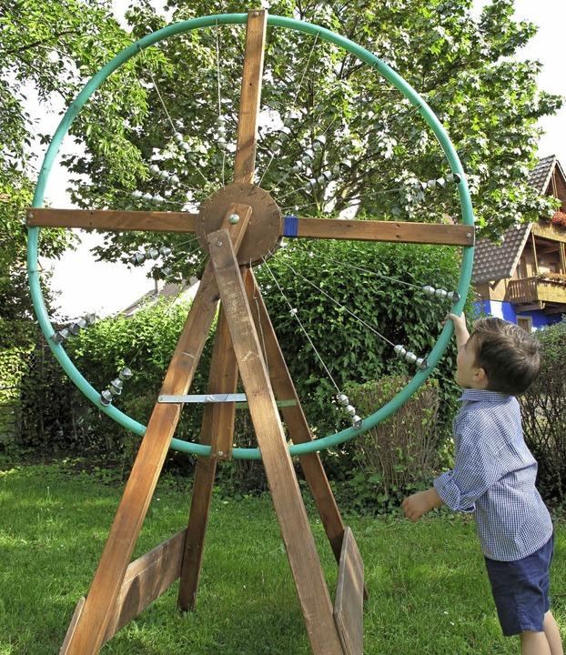 Zu den ausgestellten Werken gehört dieses Klangrad.     Foto: Kim Cara Ruoff