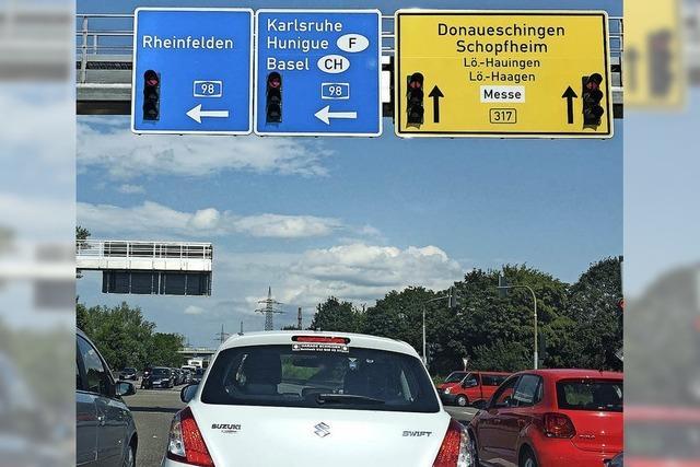 Schreibfehler auf neuer 230.000-Euro-Schilderbrücke über der B317
