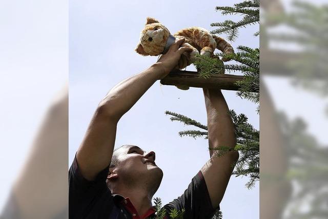 Neustadt gewinnt die Floriansspiele beim Wasserschöpfen