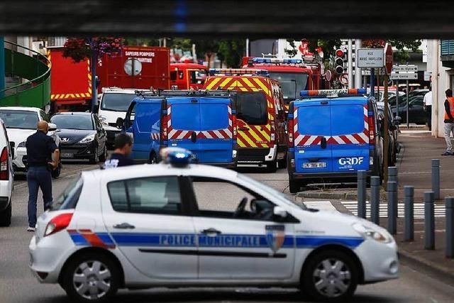 Geiselnehmer töten Priester in französischer Kirche