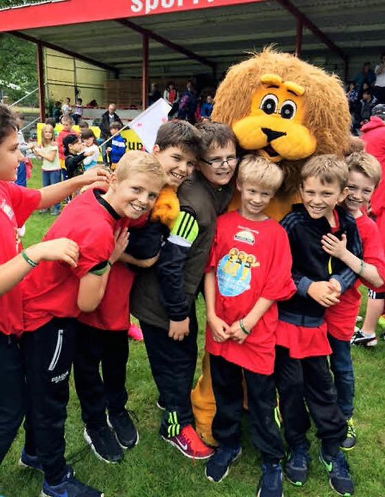 Freuen sich über ihren Erfolg: Schüler...eerweinschule beim Drei-Löwen-Turnier.  | Foto: Dany Dehne