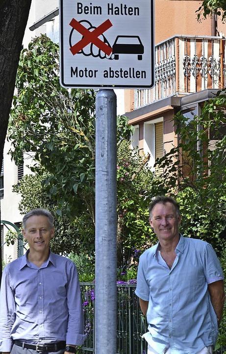 Bürgermeister Michael Wilke (links) un...nk Leichsenring von den Klimafreunden     Foto: zvg