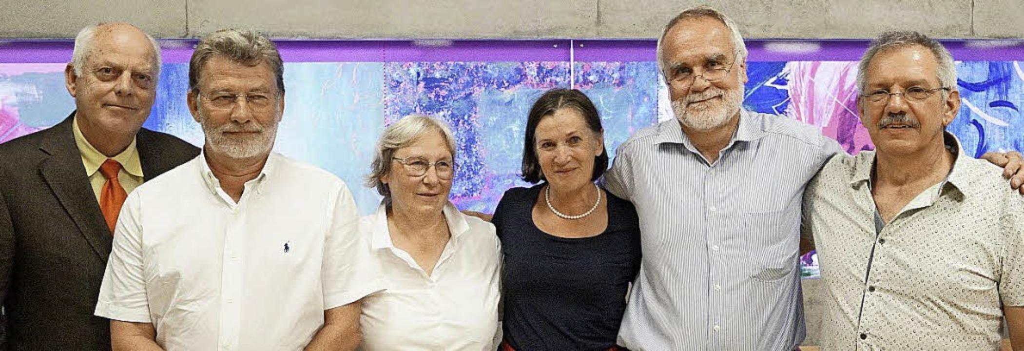 Schulleiter Carsten Hansen (von links)...d Helmut Kaltenbach  in den Ruhestand.  | Foto: Anja Kallenbach