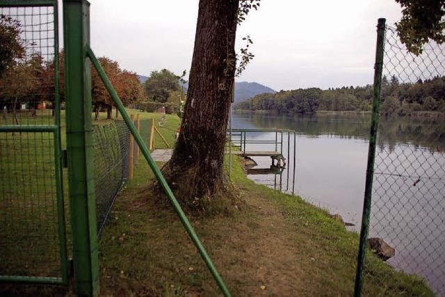 Regierungspräsidium fordert weitere Zäune fürs Rheinschwimmbad in Schwörstadt
