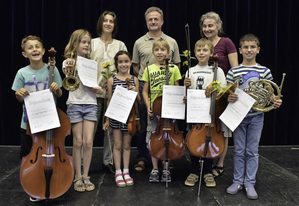 Jan, Louisa, Latifa, Constantin, Simon...Fabrice Bollon und Violina Sauleva) .     Foto: Thomas Kunz