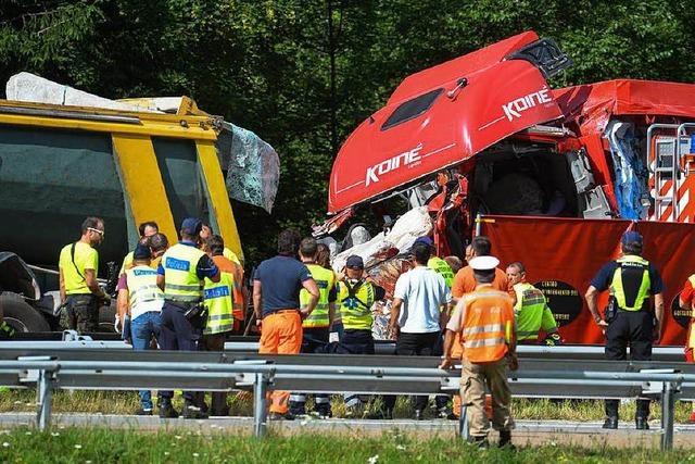 Deutsche Familie stirbt zwischen zwei Lastern am Gotthard