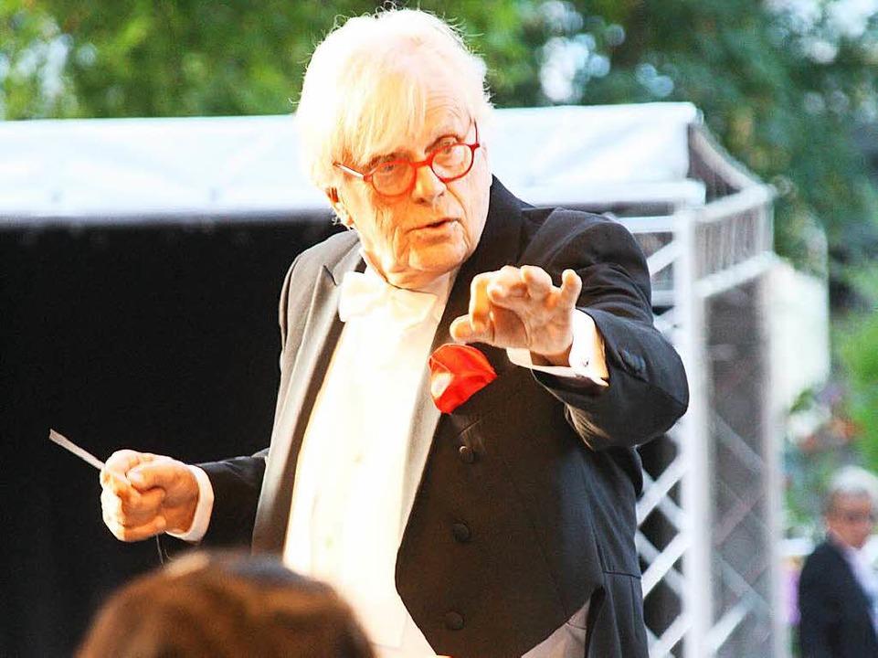 Justus Frantz mit der Philharmonie der Nationen im Bad Krozinger Kurpark    Foto: Hans Jürgen Kugler