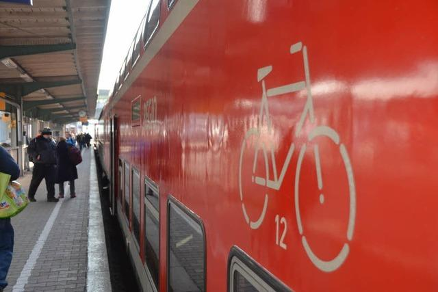 150 Fahrgäste stehen stundenlang im Höllental