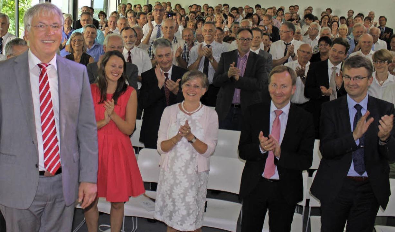 Applaus für Lothar Senser: Zahlreiche ...hren als Schulleiter zu verabschieden.  | Foto: Susann Klatt-D'Souza