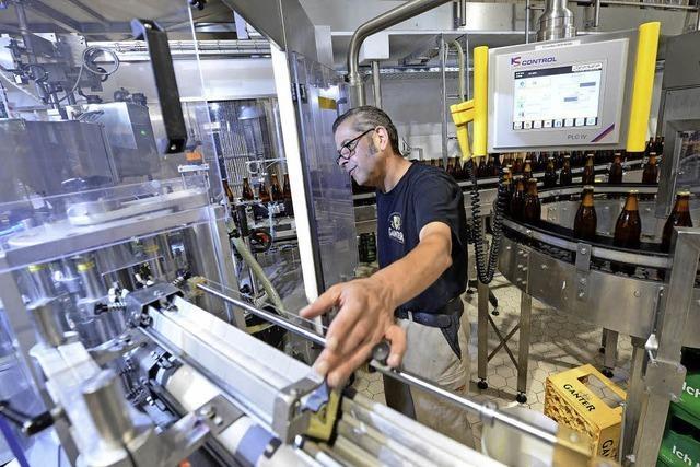 Die Brauerei Ganter hat eine neue Abfüllanlage - sie schafft 10.000 Flaschen pro Stunde