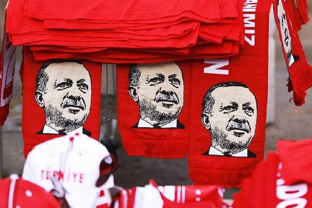 Türkei schließt kritische Zeitungen und Fernseh-Sender