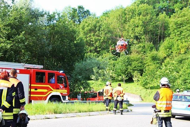 Riskantes Überholmanöver – Motorradfahrer schwer verletzt