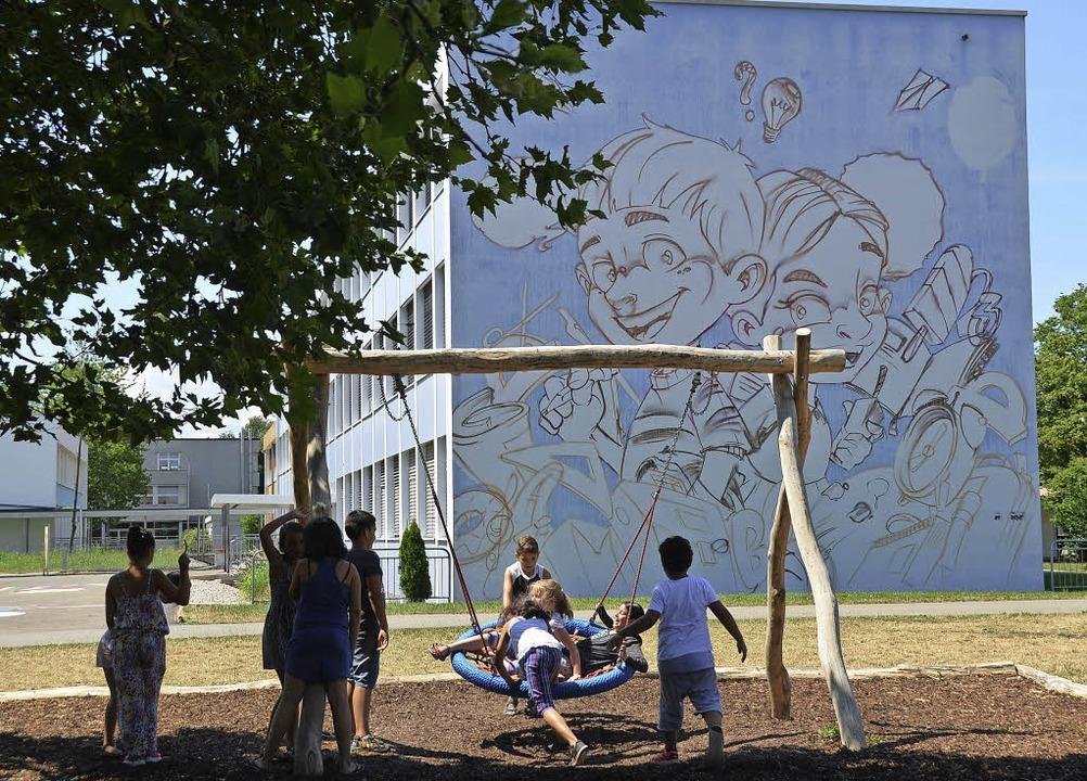 Der Förderverein der Goetheschule scha...ewand ein riesiges Graffito anbringen.    Foto: Peter Gerigk