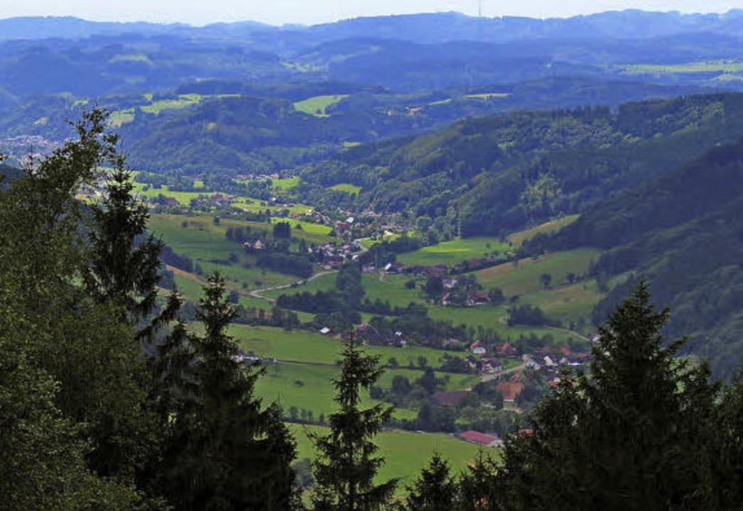 Blick vom Pfauenfelsen über das ganze Elztal bis Waldkirch     Foto: K.Heiss