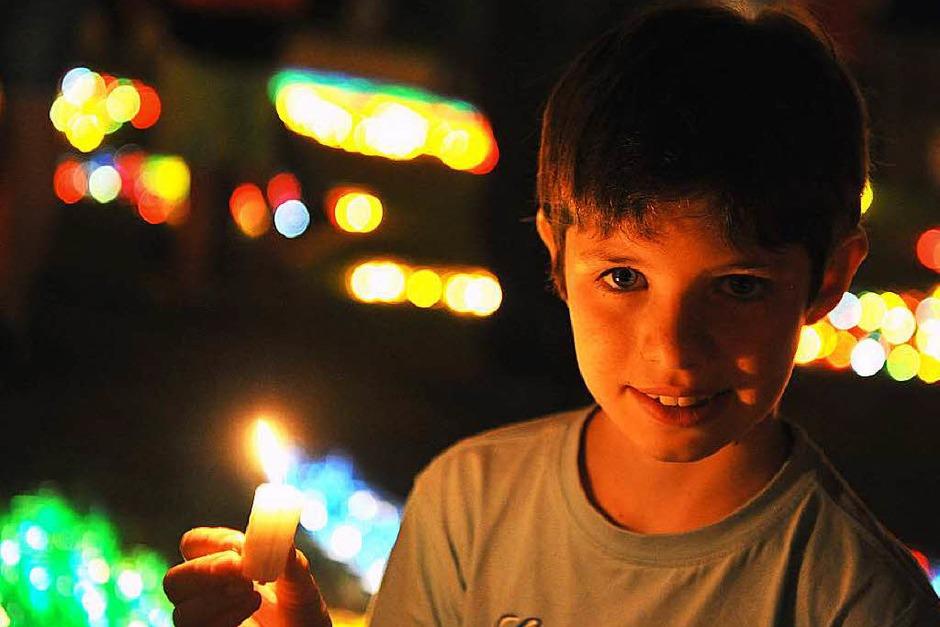 12.000 Kerzen strahlen beim Lichterfest im Lenzkircher Kurpark<?ZP?> (Foto: Wolfgang Scheu)