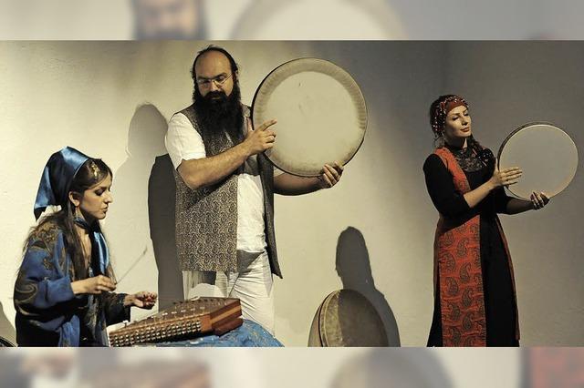 Um musikalische Wurzeln aus Persien geht es beim Konzert von vier Musikerinnen und Musikern aus Isfahan