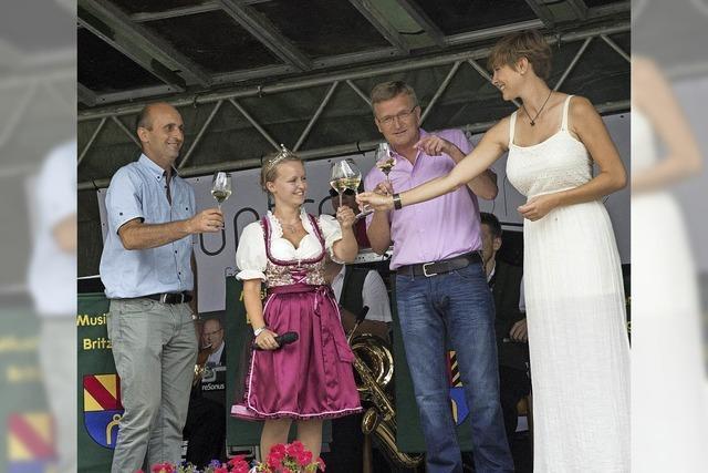 Eröffnung des Britzinger Weinfestes mit zwei Weinhoheiten